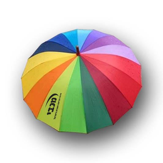 מטריה גדולה צבעונית