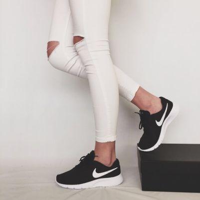 נעלי נייק ספורט נשים נוער NIKE TANJUN