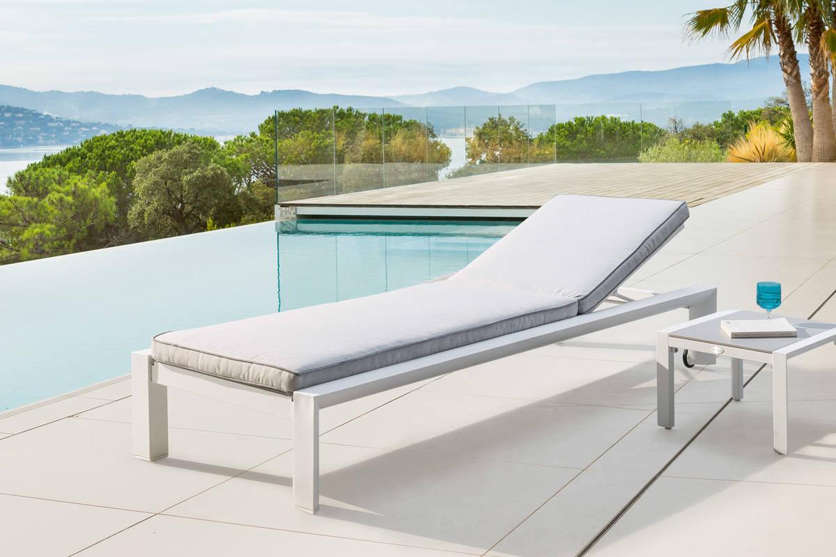 מיטת שיזוף אלומיניום דגם TITANIUM לבן