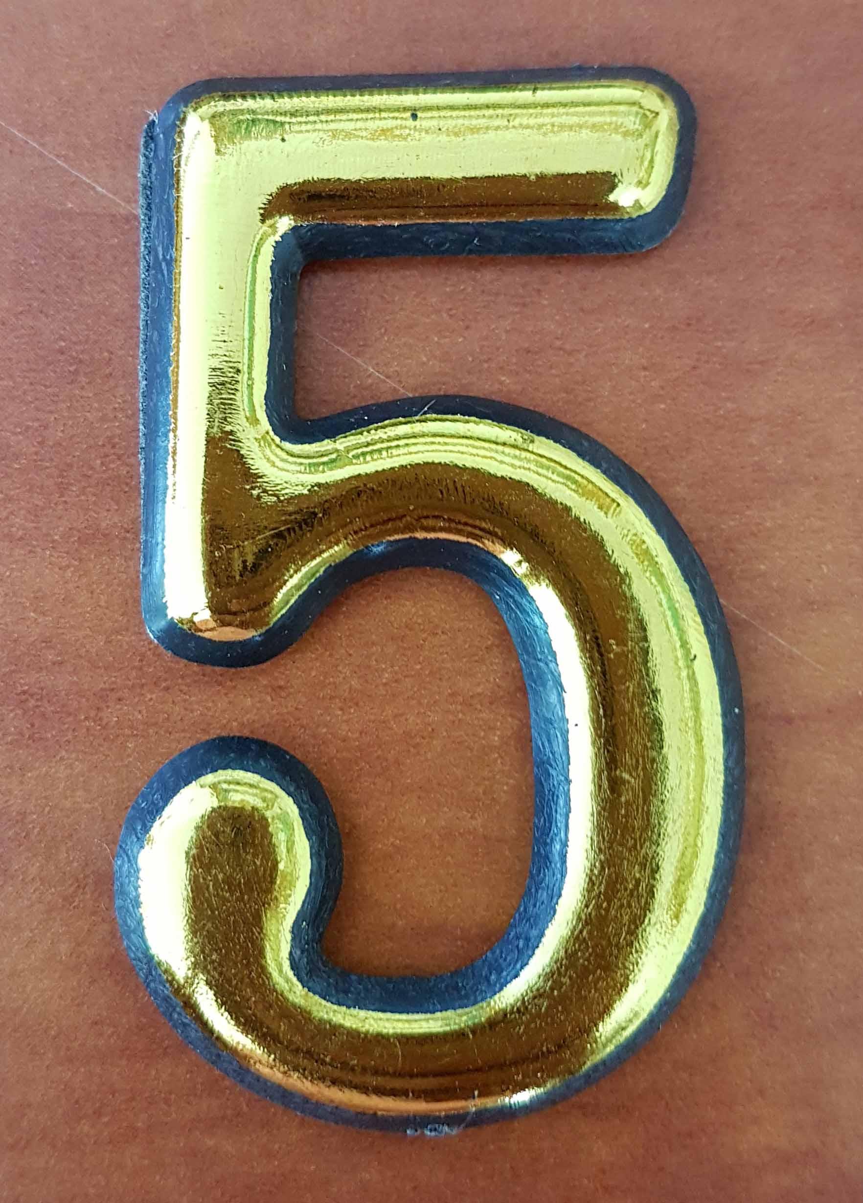 מספרים מפלסטיק צבע זהב לדלת הבית אורך 5 וחצי ס
