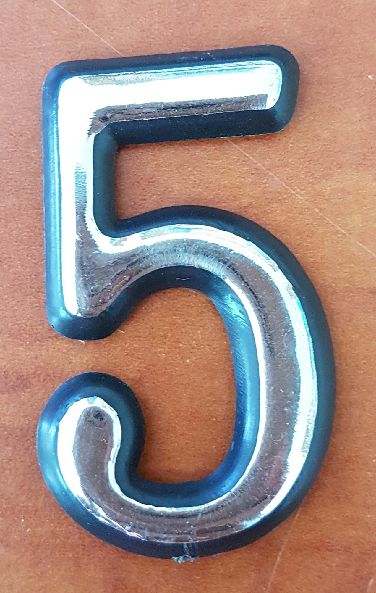 מספרים מפלסטיק צבע כסף לדלת הבית אורך 5 וחצי ס