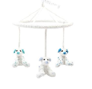 מובייל כלב ים לבן ותכלת - בובות סרוגות