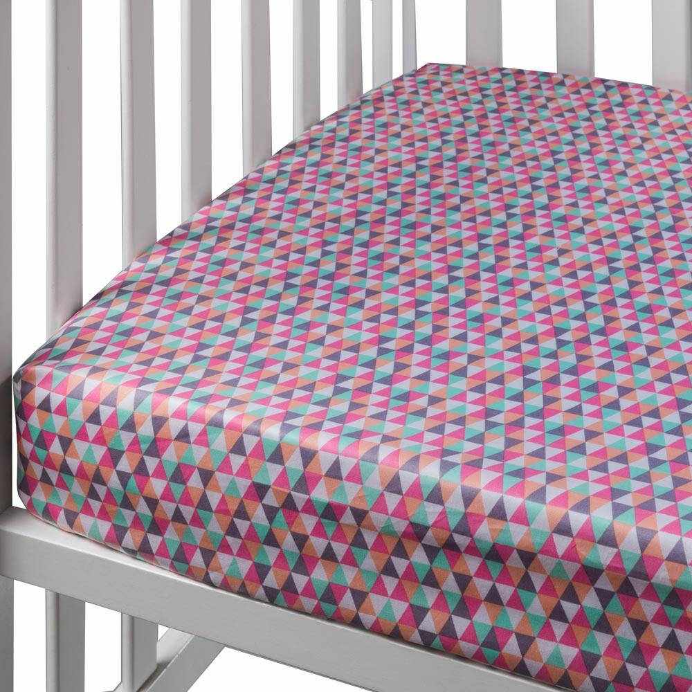 צבעוני משולשים - סדין למיטת נוער