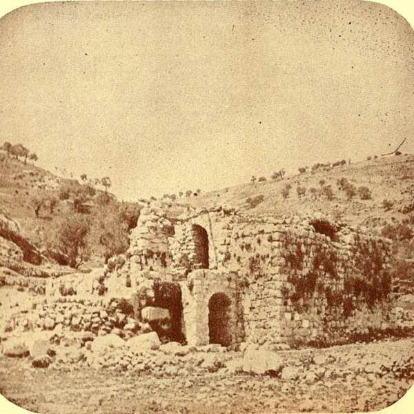 ירושלים משחקת מחבואים - סיפור בשקופיות / אריאלה דים