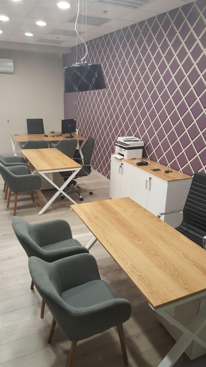 שולחן משרדי בשילוב רגל מתכת דגם איקס