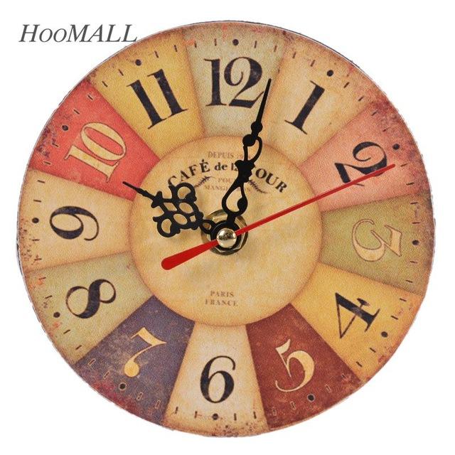 שעון מיני במראה עתיק במקום 109ש
