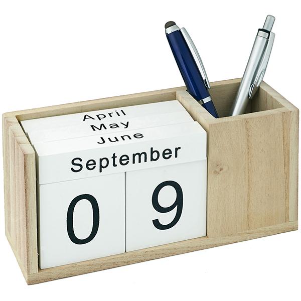 מעמד עטים עם תאריכות קוביות מעץ