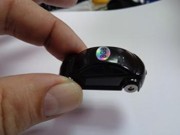 מכשיר הקלטה זעיר בצורת מכונית