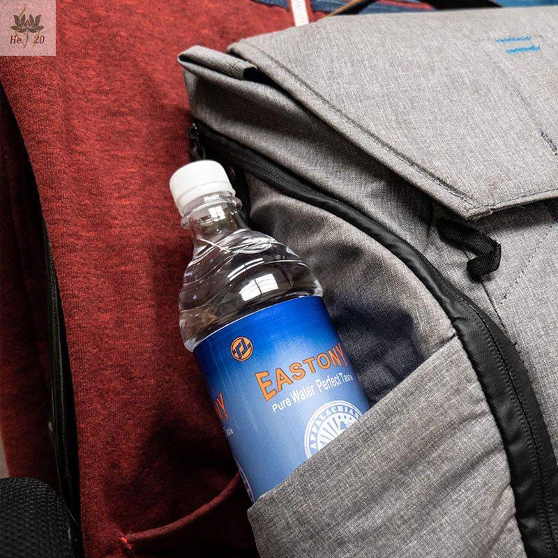 בקבוק מים המשמש להסתרת מכשירי הקלטה והאזנה