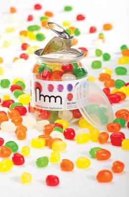קופסה ממותגת עם סוכריות/שוקלדים