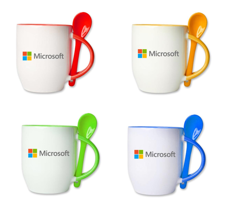 כוס עם כפית עם הדפס צבעוני