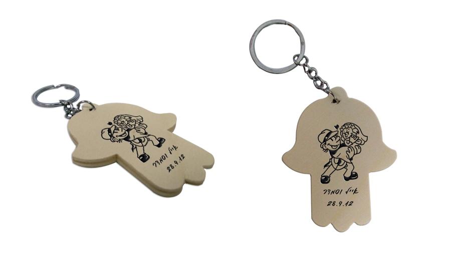 מחזיק מפתחות מעץ   מחזיקי חמסה לחתונה