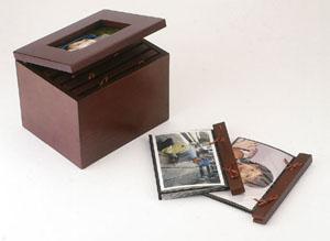 קופסה מעץ עם מקום ל-145 תמונות