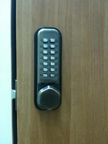 מנעול מספרים מכני לדלת