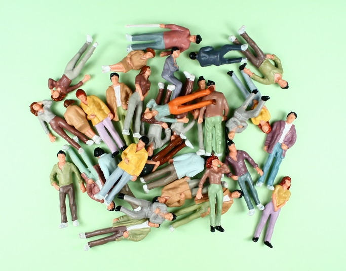דמויות צבעוניות למודל קנ