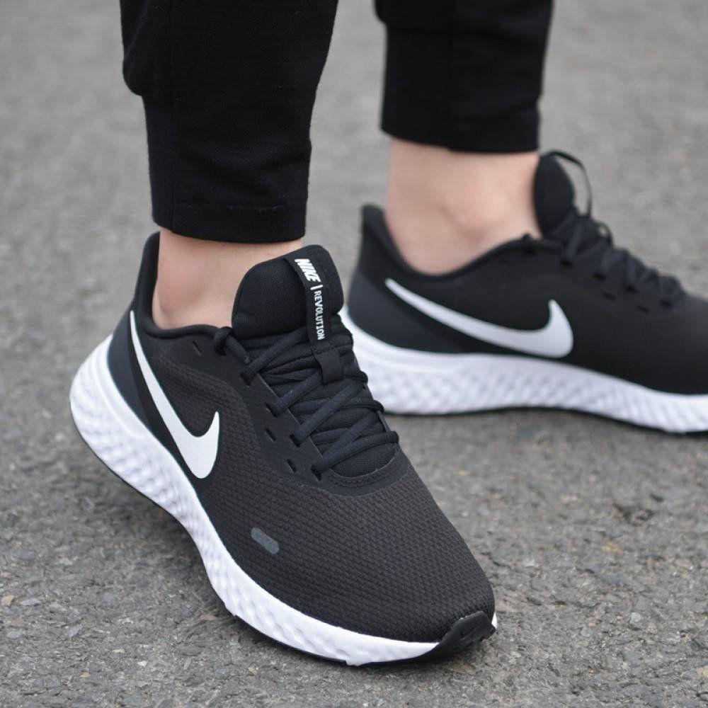 נעלי נייק ספורט נשים Nike Revolution 5