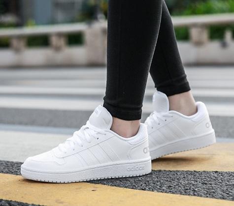 נעלי אדידס אופנה נשים Adidas Hoops - תמונה 1