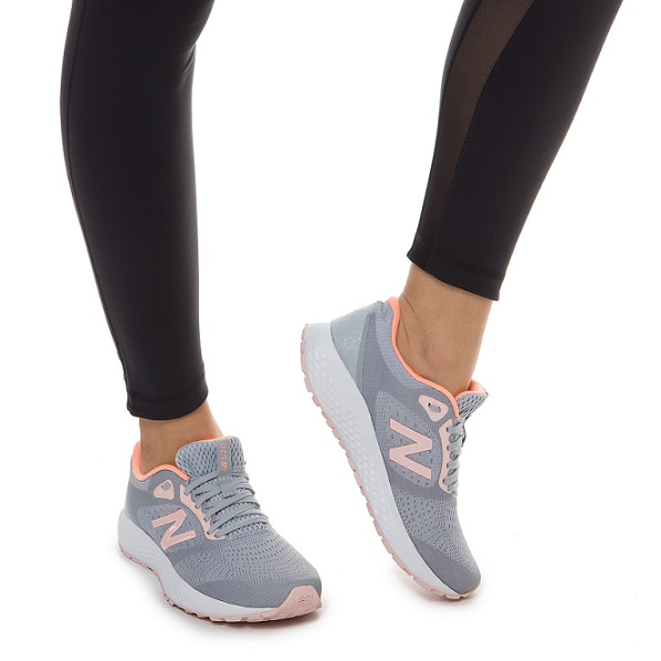 נעלי ניובלנס ספורט ריצה נשים New Balance 520