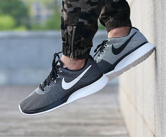 נעלי נייק ספורט גברים Nike Tanjun Racer - תמונה 4