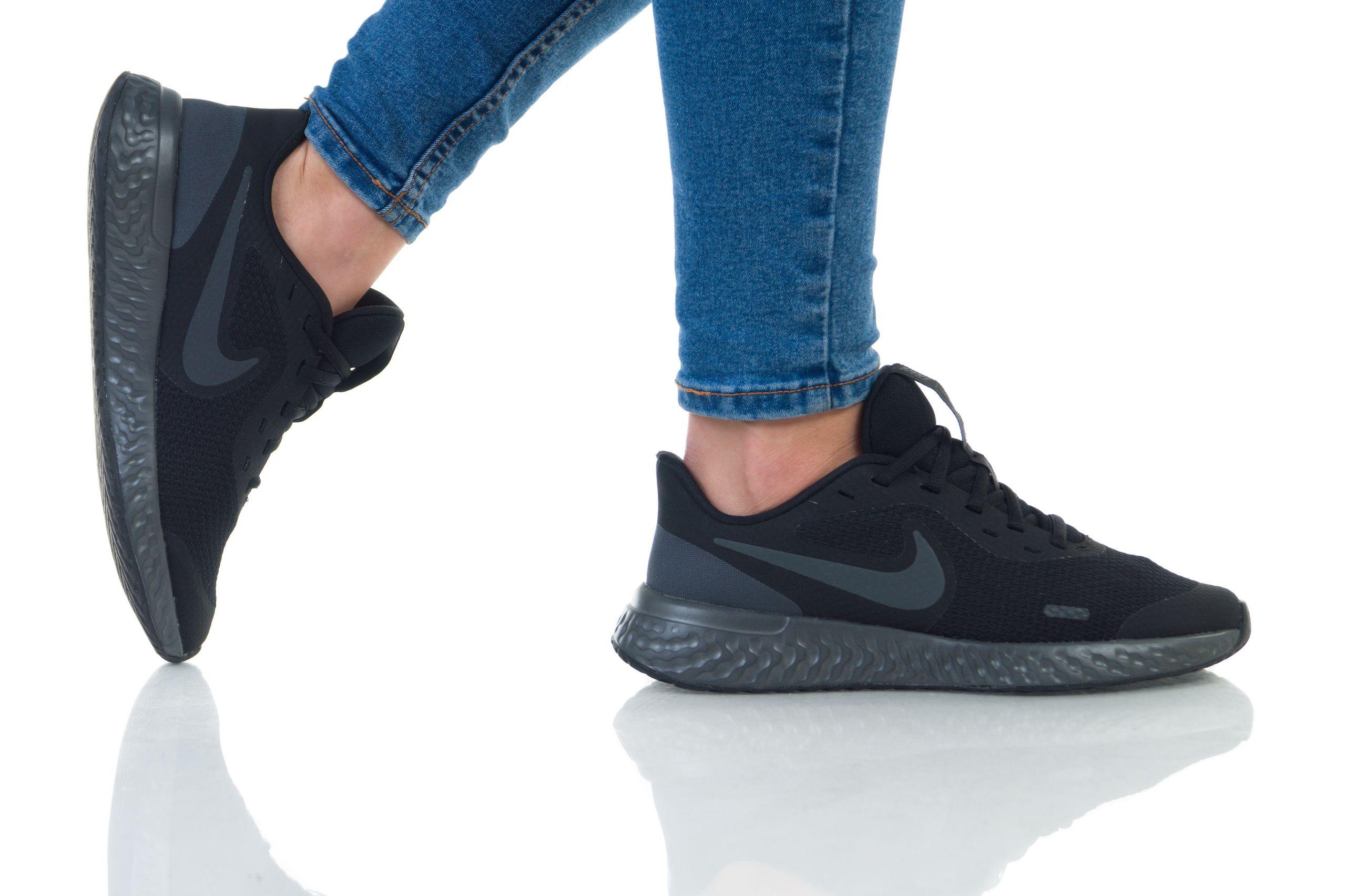 נעלי נייק ספורט נשים נוער Nike Revolution 5