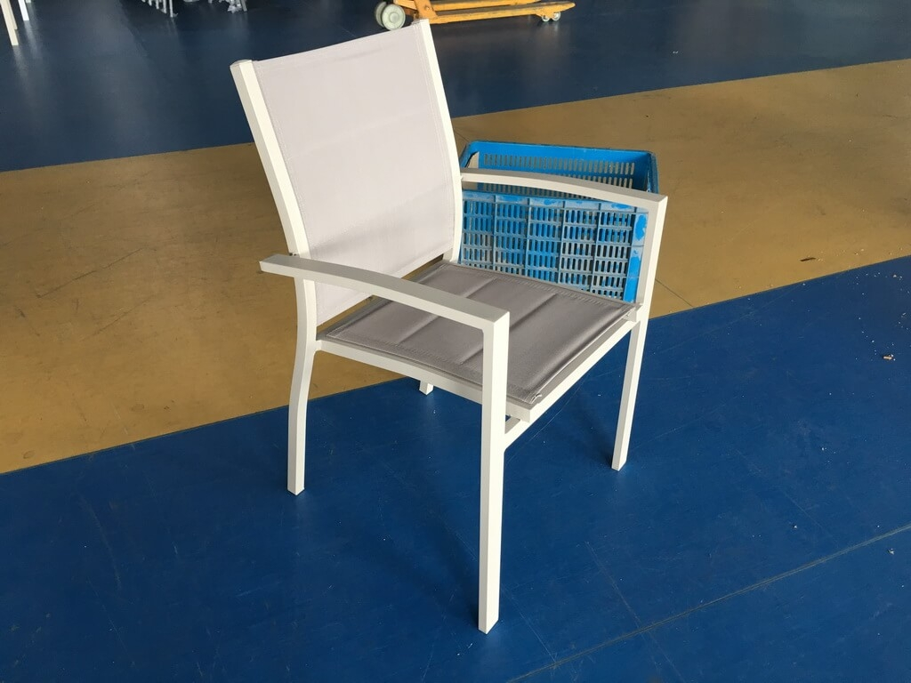 שולחן אלומיניום נפתח 90x90/180 במגוון צבעים + 4 כסאות מרופדים