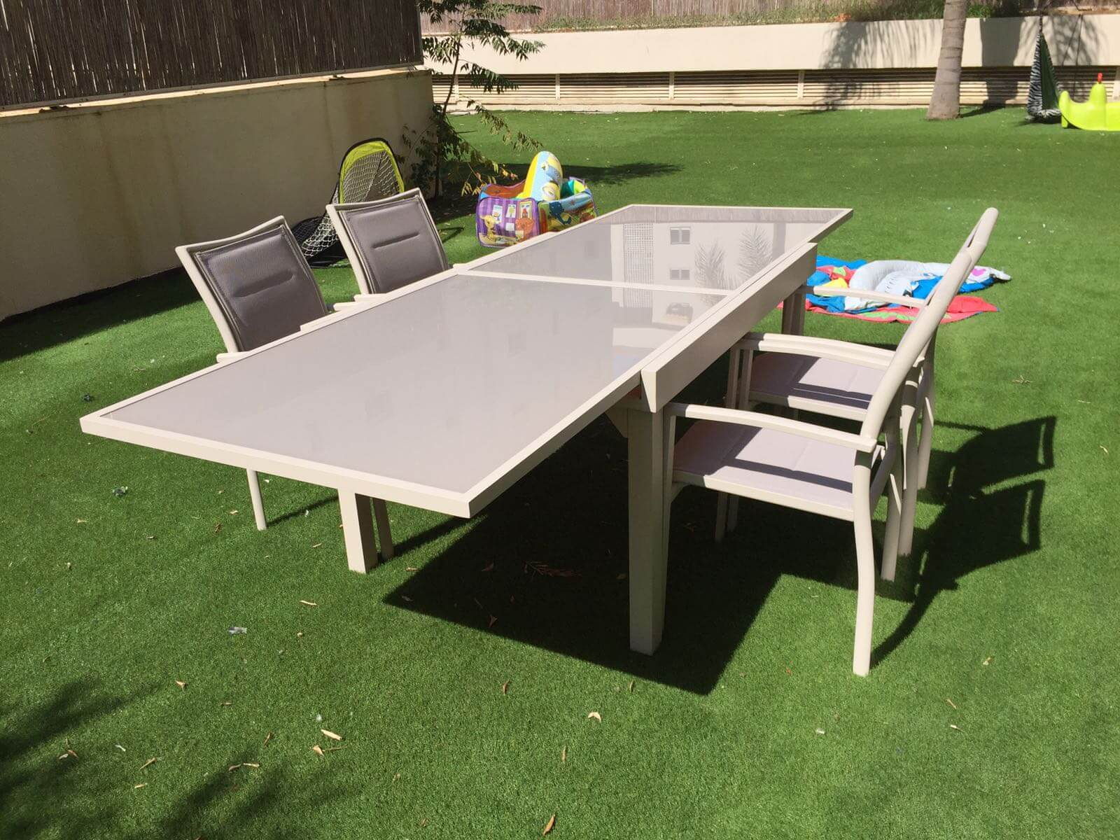 שולחן אלומיניום נפתח 100x135/270 במגוון צבעים + 4 כסאות מרופדים