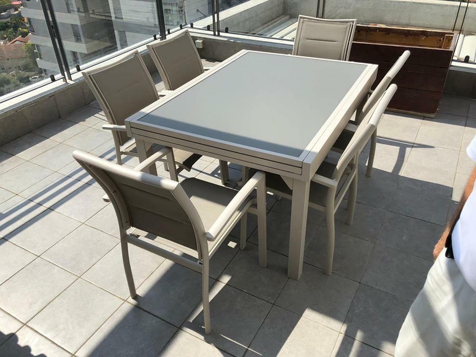 שולחן אלומיניום נפתח 100x135/270 צבע בג' + 4 כסאות מרופדים