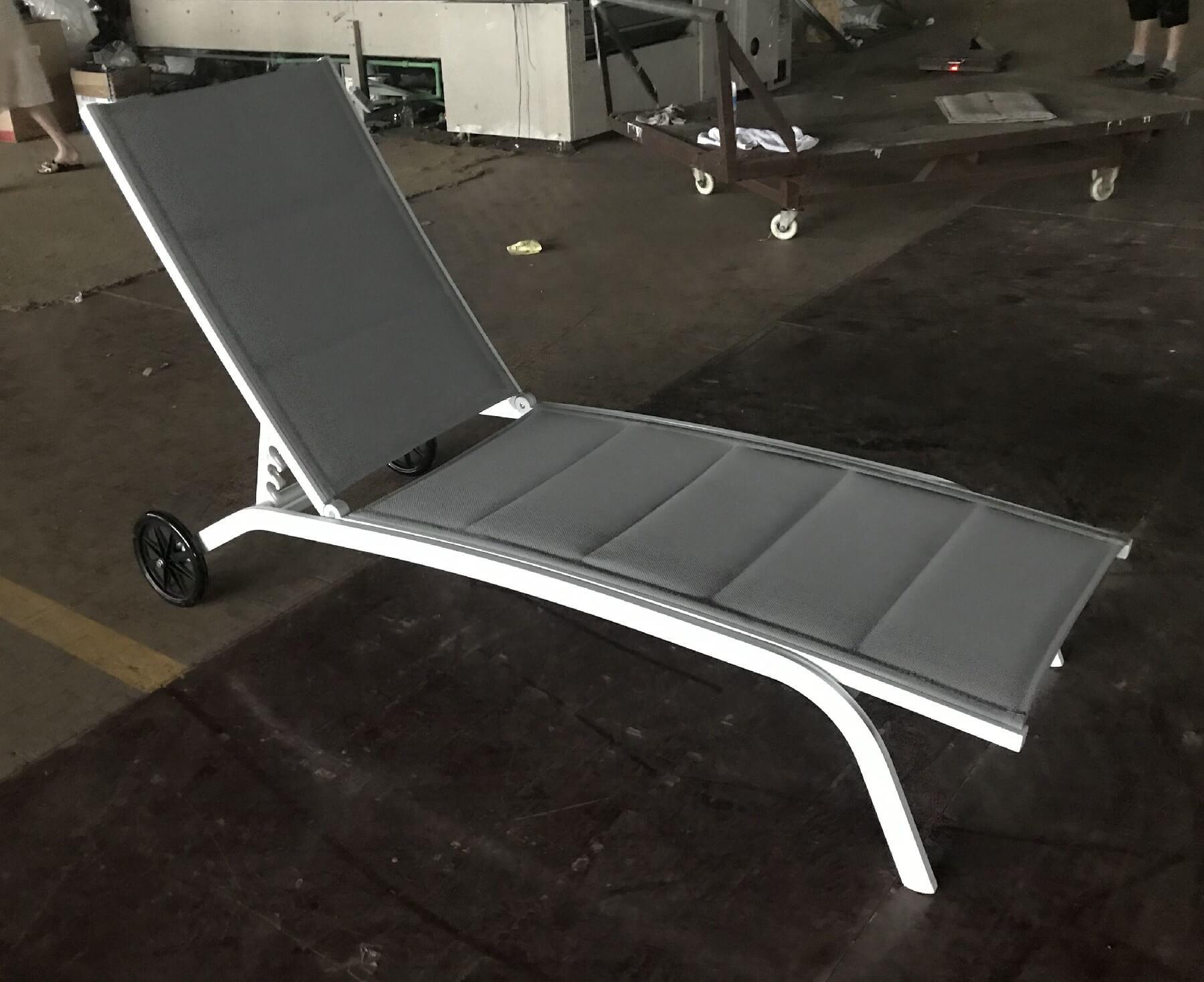 מיטת שיזוף עם גלגלים דגם SUNSET