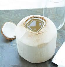 אורגני מלא-שני ארגזים המכילים 18 אגוזי קוקוס תאילנדי צעיר כולל משלוח עד הבית