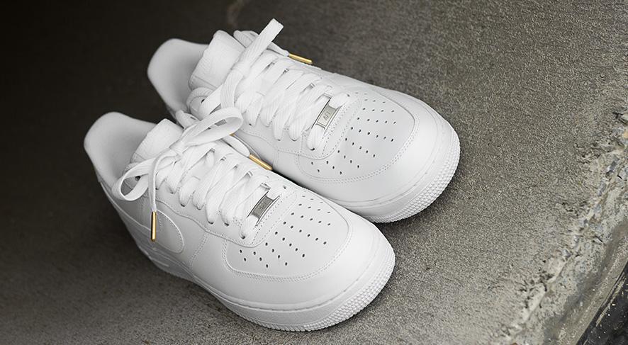 Flatties White Gold Tip - זוג שרוכים שטוחים בצבע לבן עם אגלט זהב