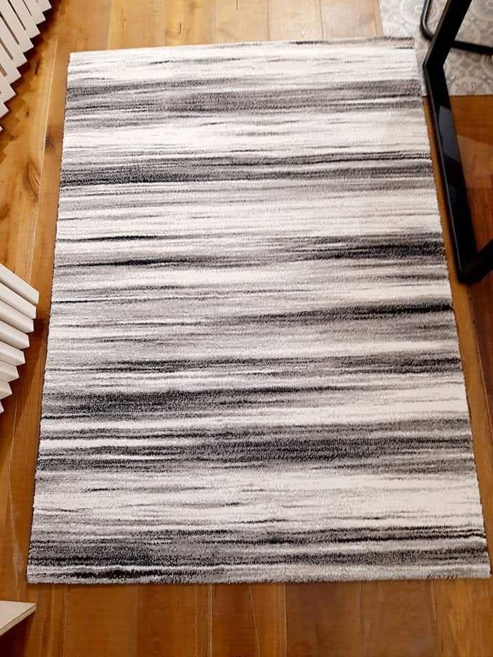 שטיח פסים שחור לבן
