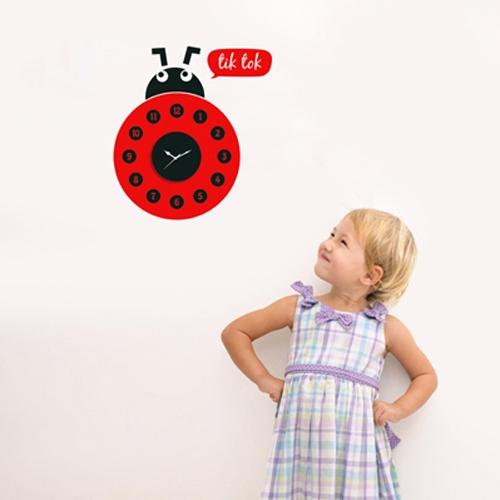 מדבקת קיר - שעון חיפושית