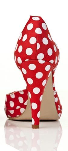תמונת טפט נעל עקב מנוקדת - Dotted High Heel
