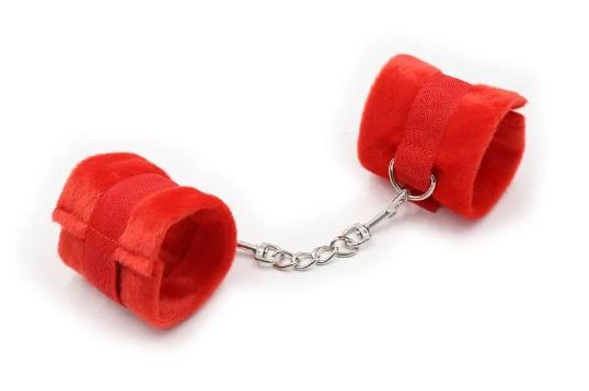 אזיקים פרוותיים אדומים עם סגירת סקוטש