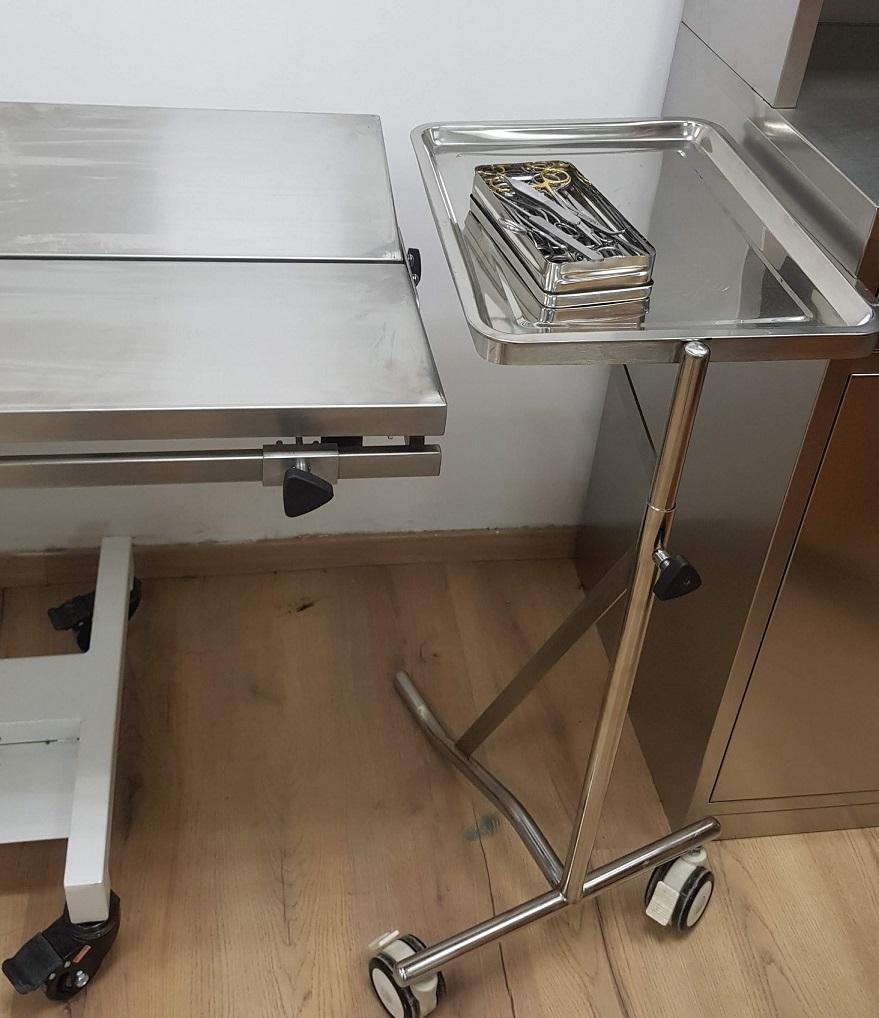 עגלה כירורגית אחות אילמת קטנה 2 גלגלים לחיסכון במקום