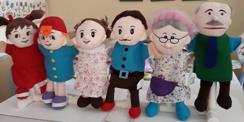 6 בני המשפחה (בובות כף יד)
