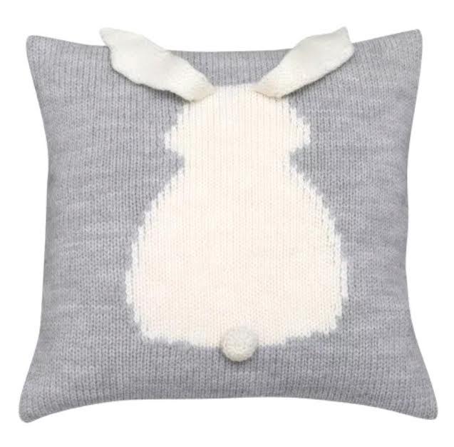 כרית נוי סרוגה כרית ארנב בצבע אפור אקססוריז עיצוב חדר ילדים