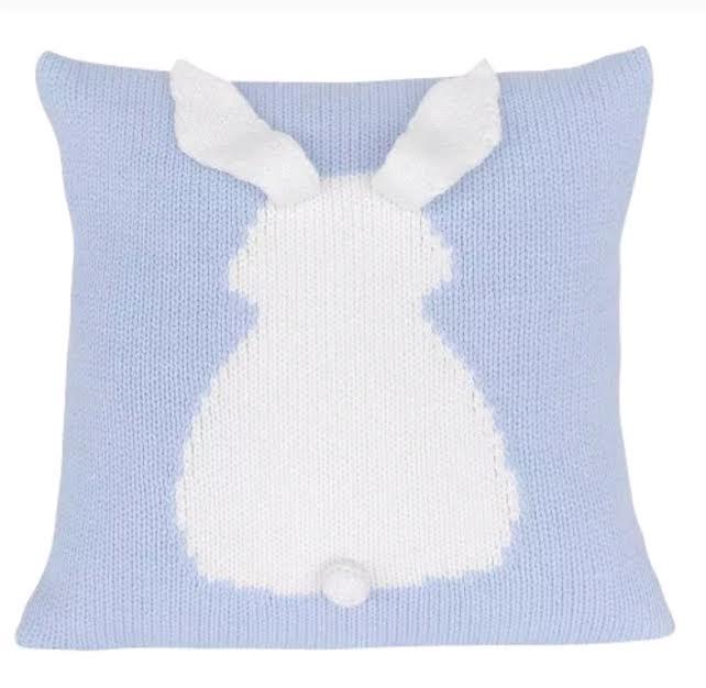 כרית נוי סרוגה כרית ארנב בצבע תכלת אקססוריז עיצוב חדר ילדים