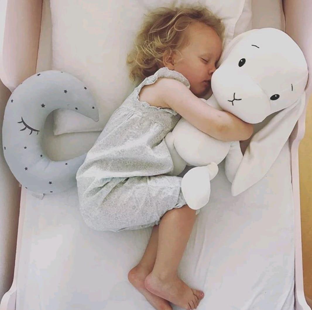 כרית בובה לתינוק ארנב אוזניים ארוכות אפור אקססוריז עיצוב חדר ילדים