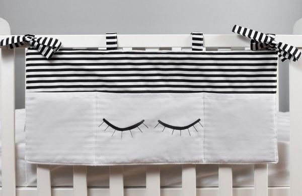עיניים עצומות / ריסים שחור לבן - מתלה כיסים