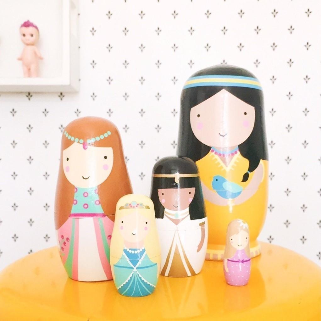 בבושקות נסיכות אקססוריז לחדרי ילדים