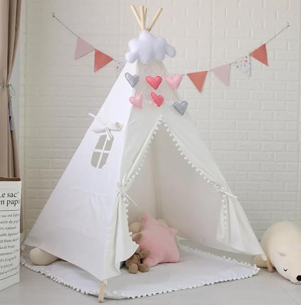 אוהל טיפי לחדרי ילדים לבן פונפונים