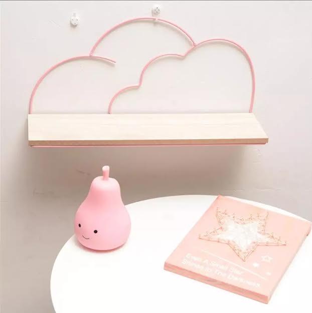 מדף לחדר ילדים דוגמת עננים ורוד