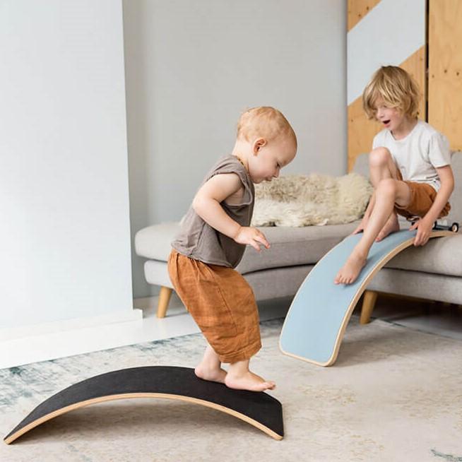מגלשת עץ לילדים wobbel גוון שחור