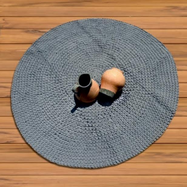 שטיח עגול סרוג גוון אפור חלק