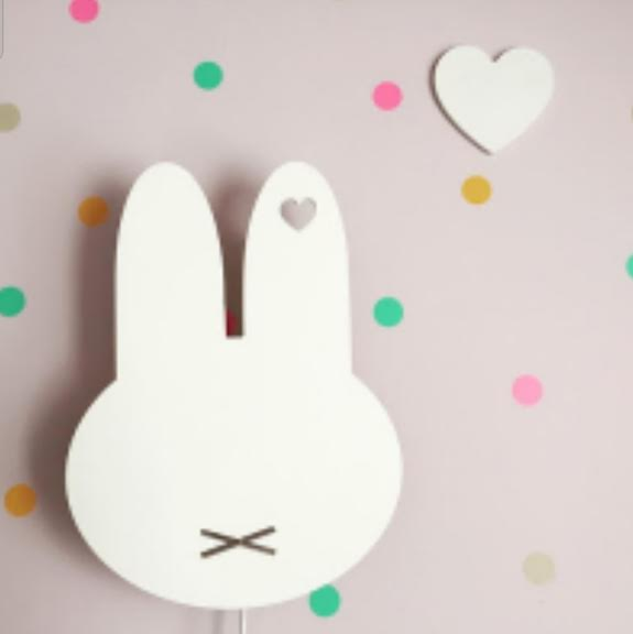 מנורת לילה לחדר ילדים צמודת קיר ארנב לבן