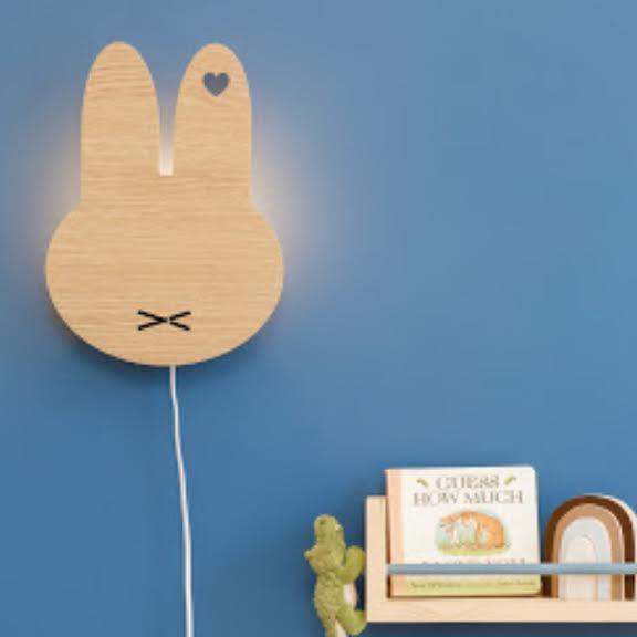 מנורת לילה לחדרי ילדים מיפי בגוון עץ