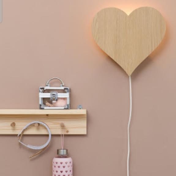 מנורת לילה לחדר ילדים דגם לב מעץ