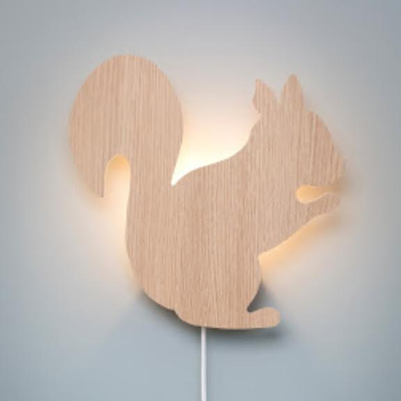 מנורת לילה צמודת קיר לחדרי ילדים סנאי מעץ