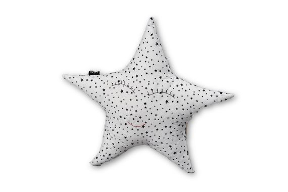 כרית כוכב בצבע לבן כרית בצורת כוכב כרית בצבע לבן אקססוריז עיצוב חדר ילדים